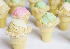 Party Planning: A Summer Ice Cream Social (Lauren Conrad) Summer Ice Cream, Love Ice Cream, Ice Cream Party, Yummy Treats, Sweet Treats, Sugar Sprinkles, Sugar Sugar, Ice Cream Social, Perfect Party