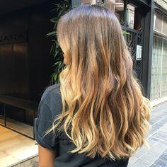 BELEN HOSTALET lista par su viaje a París!!! Su BRONDE todo un éxito... Su color muy demandado!!!! @belenhostalet #hairstyles #anarabyanalerida #brondehair #brondeluxe #hairstyle #hair❤