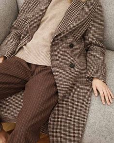 Pair a slouchy checked trench coat with the slouchy minimal tote back for an everyday casual effortless style Look Fashion, Winter Fashion, Womens Fashion, Fashion Mode, The Cardigans, Donna Tartt, Inspiration Mode, Fashion Inspiration, Look Cool