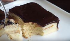 Vă plac dulciurile? Astăzi vă recomandăm o rețetă ușoară de tort fără coacere, care se prepară rapid, este foarte moale, gingaș și delicios. Nu trebuie să frământați aluatul și să stați ore în șir la bucătărie, ca să preparați un tort gustos pentru cei dragi. Acest tort este gata în câteva minute și nu necesită ingrediente scumpe. Savurați tortul cu ceai sau cafea. INGREDIENTE PENTRU CREMĂ -3 ouă -250 g de lapte condensat -2 pahare de lapte (400 ml) -150 g de unt -1 priză de vanilie…