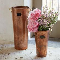 COPPER FLOWER BUCKET - Display flowers, cuttings, umbrellas, rolled newspapers and more in this svelte flower bucket.