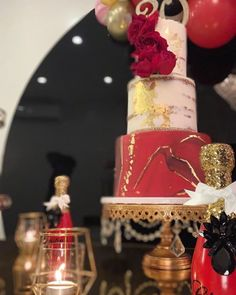 𝙾𝚙𝚞𝚕𝚎𝚗𝚝 𝚃𝚛𝚎𝚊𝚜𝚞𝚛𝚎𝚜 ™️ (@opulenttreasures) • Instagram photos and videos Gold Foil Cake, Dessert Stand, Dessert Tables, Gold Cake Stand, Valentines Day Cakes, Event Lighting, Event Decor, Event Design, Birthday Candles