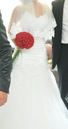Robe de mariée et accessoires d'occasion en dentelle et strass