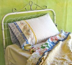 hand-embroidery-pattern-happy-dreams-bedding-set