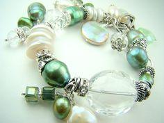strandsofgrace Vert pistache perles bracelet, bracelet à breloques Perles vert menthe chunky, charmes de cristal, bracelet pastel...  MENTHE
