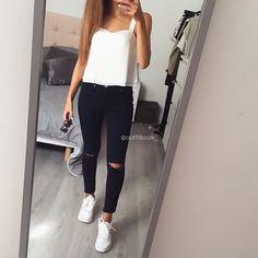 Simple Look ◻   skinny jean et top court www.outfitbook.fr Padgram