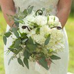 bukiet ślubny: goździk, eustoma, eukaliptus