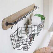Wandhalterung aus Holz und Metall   Zwei hängende Körbe, #baskets #Bracket #HANGING #metal #Wall # ... ,  #baskets #bracket #hangende #hanging #korbe #metall #wandhalterung