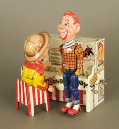 Tin Litho Wind-Up Howdy Doody and Piano.when I was a kid.I didn't like Howdy Doody.or Clara Bell. Metal Toys, Tin Toys, Old Fashioned Toys, Howdy Doody, Toys In The Attic, Photo Vintage, Vintage Tins, Vintage Games, Doll Toys