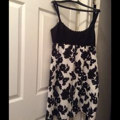 NWT Ann Taylor Loft dress size 6/8. Sweet black & white lined Ann Taylor Loft dress with side zipper. The black top is smocking. Very pretty! Side 6 but I think it fits closer to an 8. Ann Taylor Loft Dresses