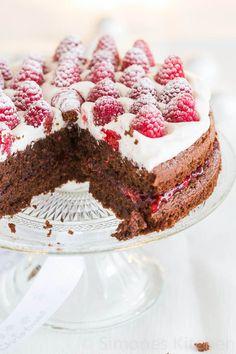 Double layered chocolate cake with raspberries | insimoneskitchen.com