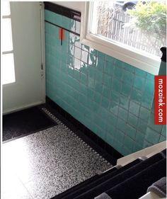 jaren 30 hal, met granito tegels Porch Flooring, Terrazzo Flooring, Hallway Inspiration, Interior Inspiration, Decor Interior Design, Interior Styling, Halle, House Staircase, Colour Architecture