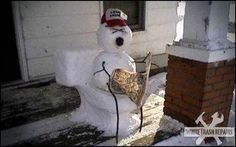 30 Creative and Funny Snowman Ideas - Growing up with my family, well bathroom humor was part of family laughter. Can't help but laugh at this. Funny Cute, Really Funny, Hilarious, Seriously Funny, Snowmen Pictures, Snowmen Ideas, Christmas Pictures, Funny Snowman, Snow Sculptures