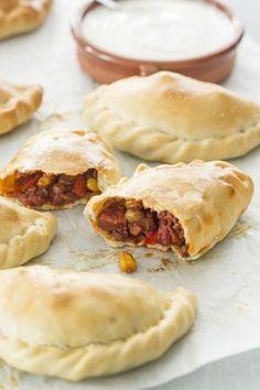 Tapasrecept: pittige Spaanse empanadas met knoflookdip - Leuke recepten