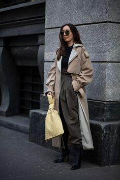 Striped Button-Downs Were a Street Style Staple Over the Weekend at Milan Fashion Week - Fashionista Milan Fashion Week Street Style, Autumn Street Style, Cool Street Fashion, Casual Street Style, Street Style Looks, Vogue, Style Snaps, Wardrobe Basics, Fitness Fashion