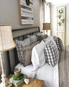 50 Cozy Farmhouse Master Bedroom Remodel Ideas - Home - Bedroom Decor Farmhouse Style Bedrooms, Farmhouse Master Bedroom, Cozy Bedroom, Home Decor Bedroom, Girls Bedroom, Bedroom Furniture, White Bedroom, Master Bedrooms, Burlap Bedroom