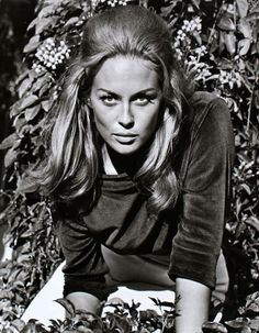Faye Dunaway, 1967. I normally prefer brunettes but sometimes in life one has to compromise.