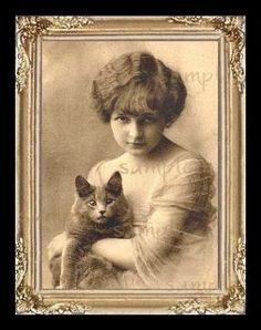 Vintage Girl /& Cat Miniature Dollhouse  Picture