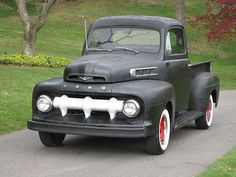 1952 Ford F-100. Perfection. This is going to be my next truck