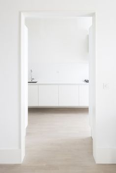 Lopes Brenna, Marco Cappelletti · Appartamento EG · Architettura italiana Scandinavian Interior, Contemporary Architecture, Midcentury Modern, Interior Inspiration, Bathtub, House, Moulding, Basement Ideas, Book