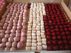 Para temporada de primeras comuniones le ofrecemos una variedad de dulces y chocolates  muy vistosos para realzar su evento. http://bocaditosde dulce.blogspot.com/ 072883447-0998686044