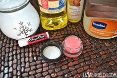 I'm running out of my old and faithful MaryKay lip moisturizing scrub and came across this recipe; perfect pinning timing! (: