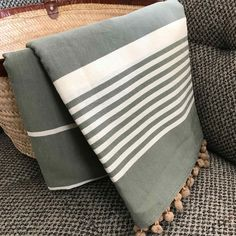 Fouta tunisienne pompons - ADGArt Bee Embroidery, Beach Accessories, Weave, Hand Weaving, Towel, Objects, Textiles, India, Couture