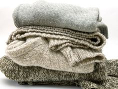 Extend the Life of a Well-Worn Wardrobe Sweater Pilling, Reuse Clothes, Life Pro Tips, Housekeeping Tips, Dreams And Nightmares, Natural Cleaning Products, Recycled Crafts, Homemaking, Upcycle