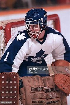 tim-bernhardt-of-the-toronto-maple-leafs-prepares-for-a-shot-against-picture-id461486330 (406×612) Hockey Goalie, Field Hockey, Hockey Players, Ice Hockey, Maple Leafs Hockey, Goalie Mask, Nfl Fans, Toronto Maple Leafs, Sports Teams