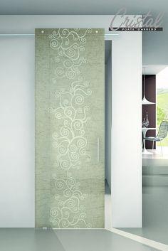 Agorà corda: la porta in vetro scorrevole di Cristal con inserti di tessuto. Binario track e fondo trasparente. Lascia spazio alla personalizzazione.