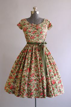 Vintage 1950s Dress / 50s Cotton Dress / JERRY GILDEN Red and Pink Floral Dress w/ Ruching S