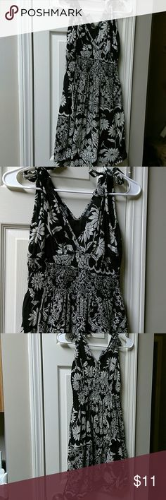 Angie dress Super cute for just about anything.  Very light weight and breathable..  just like new. Angie Dresses Midi