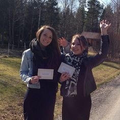 Memorial invitation campaign in Halden, Norway --  www.jw.org -- Photo shared by @gjermundtorp