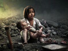 Adikku sayang by Erwyn Ardyan Poverty Photography, Emotional Photography, Photography Poses For Men, Children Photography, Nature Photography, Save The Children, Poor Children, Sad Child, Kids Around The World