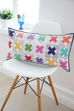 For Aiden's room in grey and white Raspberry Kiss quilt Small Quilts, Mini Quilts, Baby Quilts, Patchwork Cushion, Quilted Pillow, Cushion Inspiration, Low Volume Quilt, Plus Quilt, Sewing Pillows