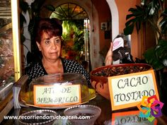 """RECORRIENDO MICHOACÁN. Una parada imperdible en la ciudad de Pátzcuaro es """"Chocolate Joaquinita"""", una fábrica familiar de tabletas de chocolate con canela. En esta pequeña tienda que comenzó en 1898, podrá observar el proceso de elaboración del chocolate que después podrá degustar en una rica taza de chocolate caliente. La receta es secreta, pero el sabor es delicioso. BEST WESTERN DON VASCO PÁTZCUARO http://www.bwposadadonvasco.com.mx/"""