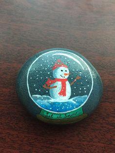 #Snow #Snowman #SnowGlobe #Globe #holiday #christmas #rockpainting #paintedrock #kellyrocks Pebble Painting, Dot Painting, Pebble Art, Stone Painting, Christmas Mandala, Christmas Rock, Dawn Stone, Rock And Pebbles, Rock Painting Designs
