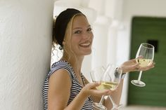 Weinviertel - DIY im URLAUB Tv On The Radio, Tv Radio, Alcoholic Drinks, Face, Salzburg, Beauty, Wine, Vacation, Liquor Drinks