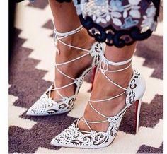 7d424a7fc392c 13 najlepších obrázkov z nástenky Topánky   Socks, Shoes a Needlepoint