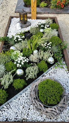 Grabgestaltung im Herbst Grave design in autumn Related posts: Deco autumn – garden design ideas Schöne DIY Pergola Design-Ideen Create and design a bed quite simply 55 Super cool and breezy small balcony design ideas Back Gardens, Small Gardens, Outdoor Gardens, Garden Yard Ideas, Garden Projects, Garden Art, Small Garden Design, Front Yard Landscaping, Landscaping Ideas
