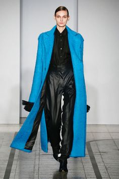Mila Schön - look 6 VENERE IN COBALTO – Macro mohair coat lined with vintage silk viscose lining, invisibile pocket between the slits. Blue leather trousers.