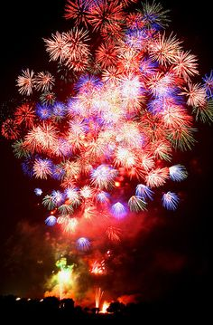A display of Fireworks 2007 over the Watarase River Kanto region, Japan by Spice ♥ Darling, via Flickr