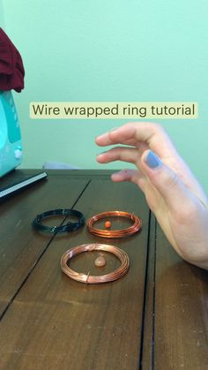 Handmade Wire Jewelry, Diy Crafts Jewelry, Ring Crafts, Bracelet Crafts, Diy Wire Jewelry Rings, Jewelry Necklaces, Jewellery, Ring Tutorial, How To Make Rings