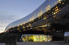 """Detaillierte Beschreibung des Architekturprojekts """"Jeongok Prehistory Museum"""" in Jeongok, Südkorea, fertiggestellt 2011. Kategorie: Kulturbau."""