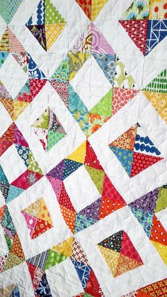 Fluffy Sheep Quilting: Modern Stitching Bee: Quilted Could do this with my squares, not triangles Hand Quilting Patterns, Modern Quilt Patterns, Quilting Projects, Quilting Designs, Quilting Ideas, Jellyroll Quilts, Scrappy Quilts, Easy Quilts, Star Quilts