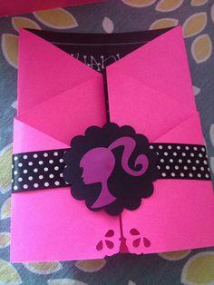 Hermosas tarjetas de invitación motivo Barbie.