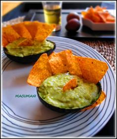 GUACAMOLE CASERO PICANTE Tapas, How To Make Guacamole, Ethnic Recipes, Mexican Recipes, Food, Visual Identity, Fast Recipes, Dressings, Appetizers