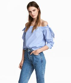 Blue/striped. Short, wide-cut off-the-shoulder blouse in a striped, woven cotton fabric. Elastication and wide ties at upper edge and long, cuffed sleeves.