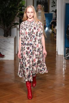 Photo of We Found Your Easy Go-to Uniform on the Valentino Runway Runway Fashion, Fashion Show, Fashion Outfits, Fashion Design, Fashion Trends, Moda Indiana, Best Of Fashion Week, Girls Night Out Outfits, White Dress Summer