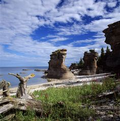 Monoliths in Mingan Archipelago National Park Reserve Visit Canada, O Canada, Canada Travel, Parcs Canada, Parque Natural, Canada National Parks, East Coast Road Trip, Voyager Loin, Lake Mountain